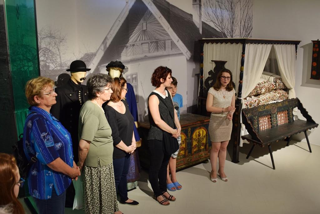 89b3163a71 A Tornyai János Múzeum állandó kiállításán látható tornyos ágyban – amely  Tornyai János gyűjtéséből került a közgyűjtemény állományába – hat párna  látható, ...