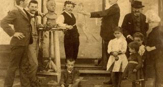 Ember a fényképek mögött. Hommage á Plohn József (1869-1944)