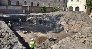 Próbafeltárás az Alföldi Galéria udvarán: Leletek a római kori szarmatáktól