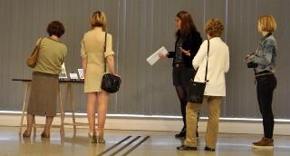 Kurátori tárlatvezetéssel búcsúzott a XX. Vásárhelyi Festőszimpózium kiállítása
